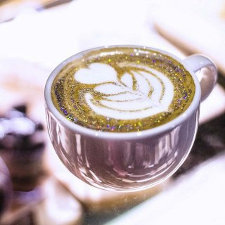 Coffee Mania, Glitter coffee : la tendance caféinée qui brille